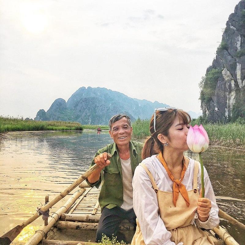Đi thuyền tre thăm thú đầm Vân Long