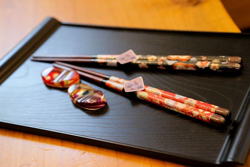 Đũa Nhật được trang trí đẹp với nhiều hoa văn