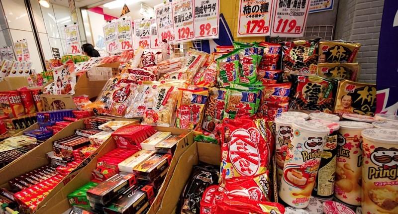 Có rất nhiều các món bánh kẹo Nhật Bản được bày bán