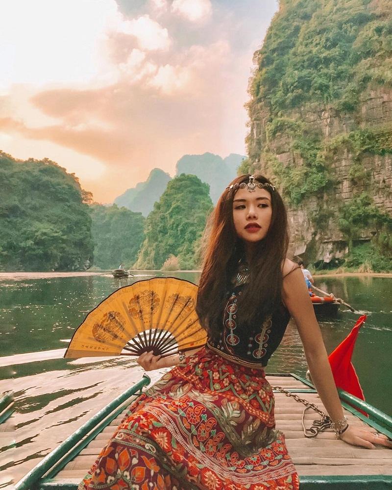Đi thuyền khám phá các danh thắng nổi tiếng của Tràng An Ninh Bình