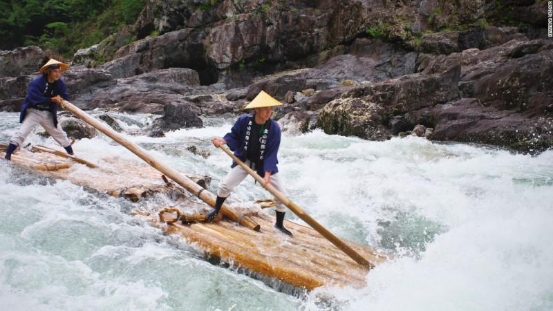 Cưỡi bè gỗ truyền thống xuôi dòng sông Kitayama