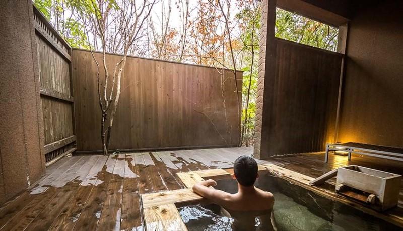 Tắm Onsen thư giãn