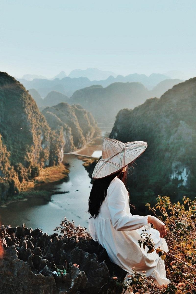 Toàn cảnh Ninh Bình với những dãy núi đá từ trên cao