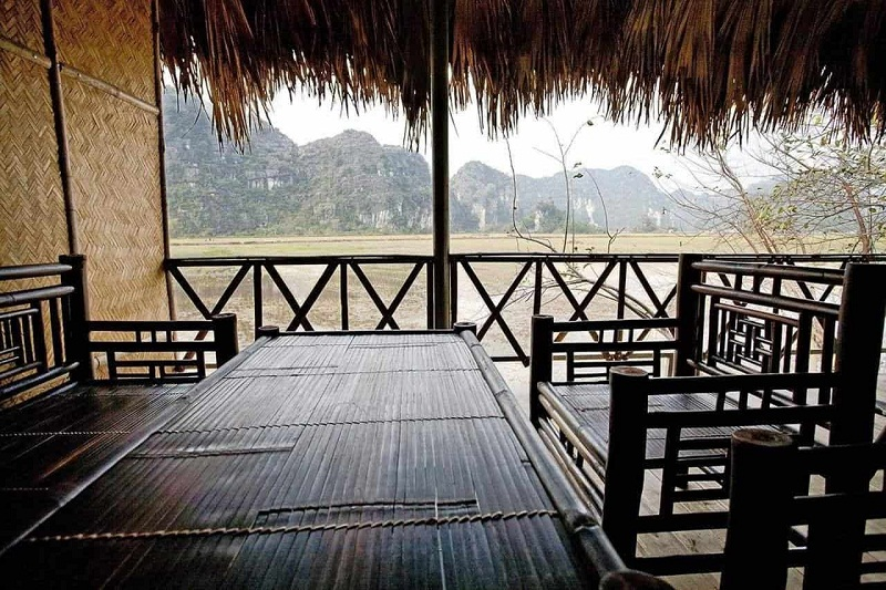 Những bộ bàn ghế bằng tre tại homestay Ninh Bình Panorama