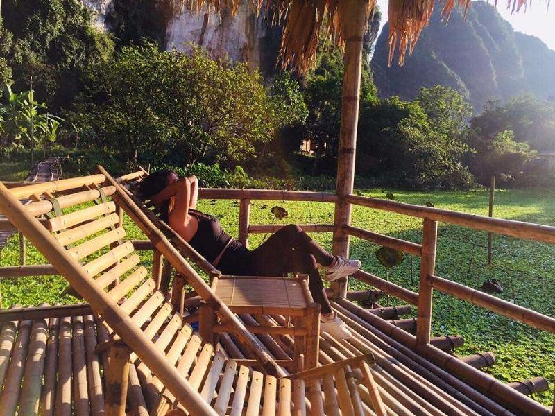 Đón nắng sớm tại homestay view núi ở Ninh Bình