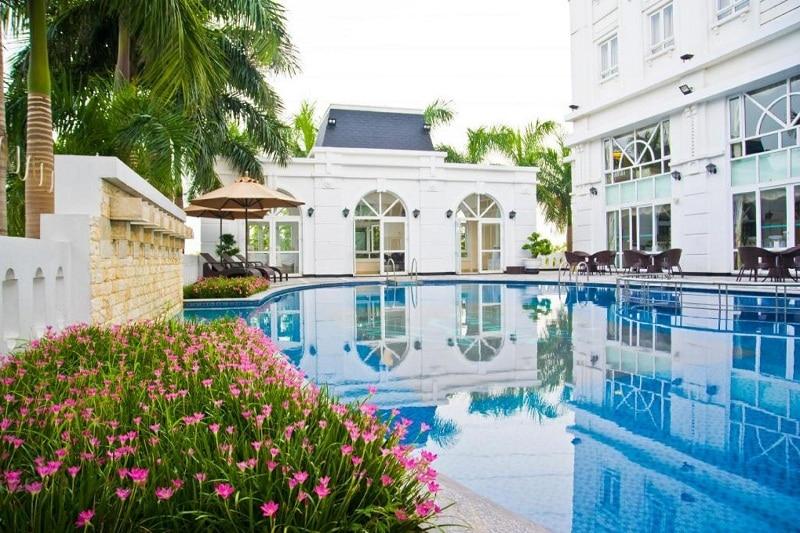 Khách sạn Ninh Bình có hồ bơi Legend hotel