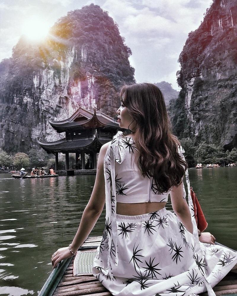 Đi thuyền khám phá Tràng An Ninh Bình