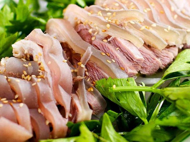 Thịt dê có nạc và bì được thái lát vừa ăn