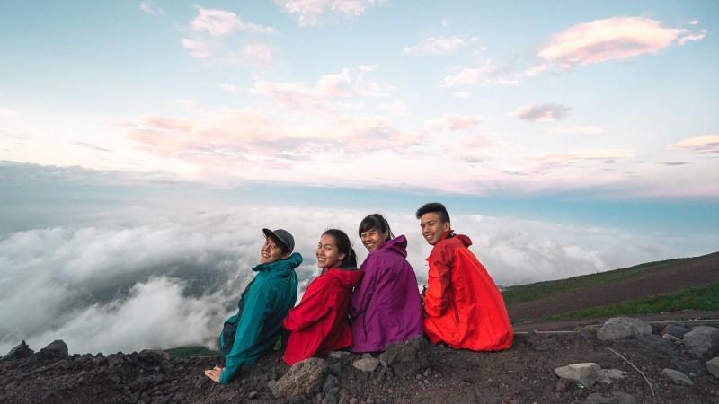 4 người săn mây trên đỉnh núi Phú Sĩ