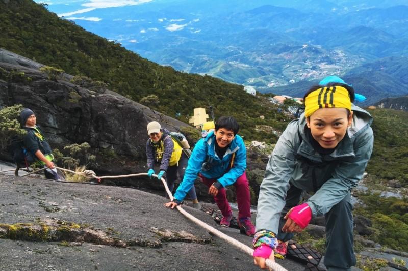 Đoàn người leo núi tại Kinabalu
