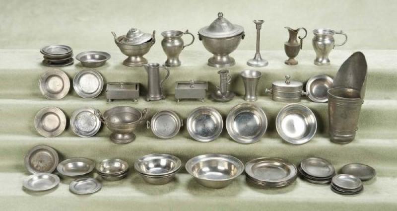 Pewter là một hợp kim kim loại được tạo thành từ thiếc, đồng và antimon