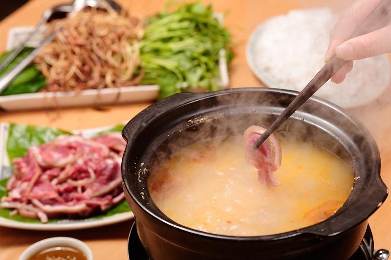 Món lẩu dê nóng hổi ở nhà hàng Trương Định