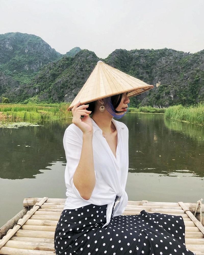 Đi thuyền tại Đẩm Vân Long Ninh Bình