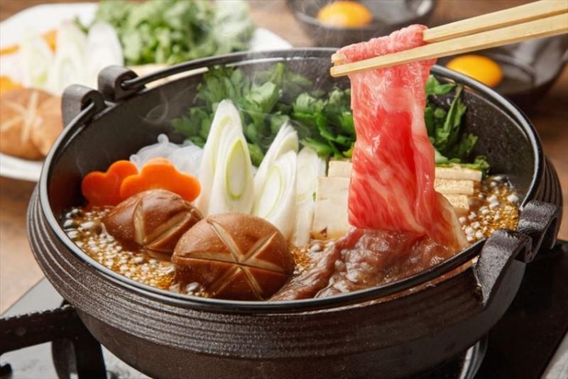 Lẩu Sukiyaki thơm ngon nóng hổi