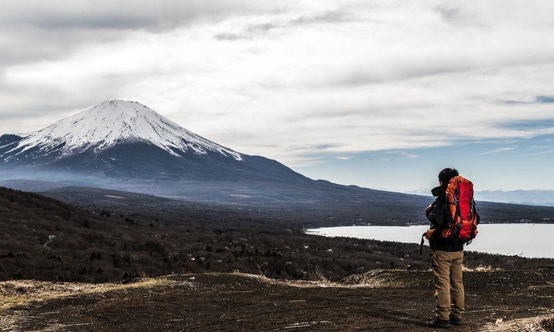 Khung cảnh núi Phú Sĩ hùng vĩ giữa mây trời