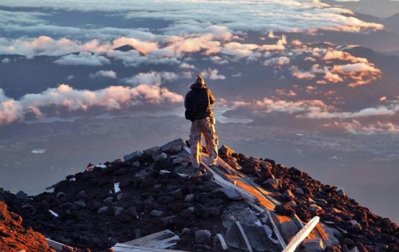 Chinh phục đỉnh núi Phú Sĩ giữa biển mây ngàn