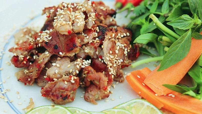 Món thịt dê ăn kềm với rau sống các loại
