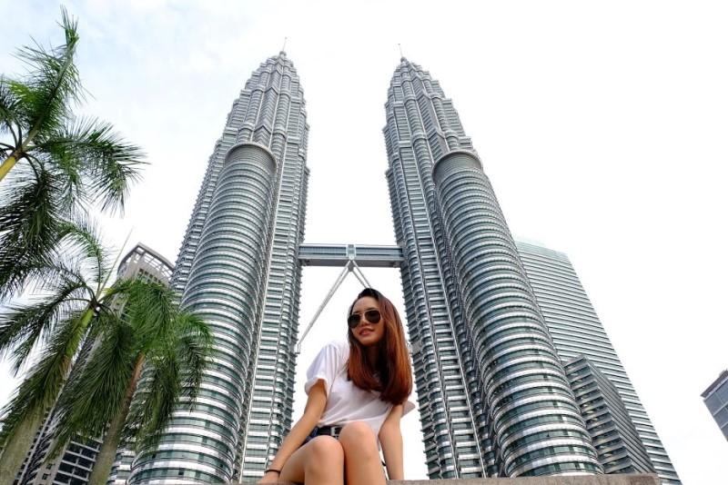 Bên dưới tòa tháo đôi của Malaysia