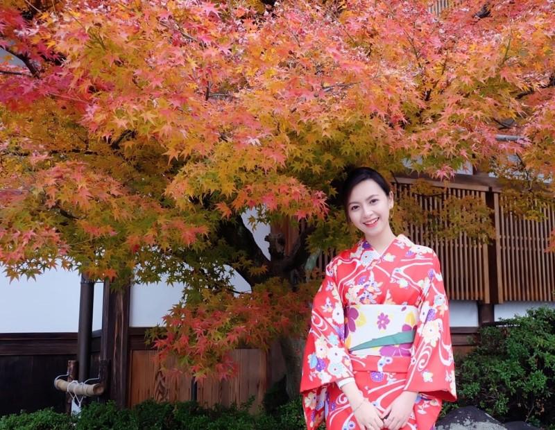Khu vườn Đền Eikando vào mùa thu lá đỏ