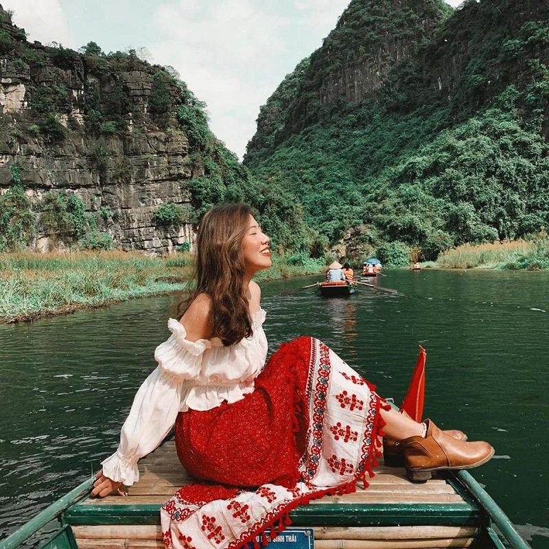 Đi thuyền tại Thung Nắng