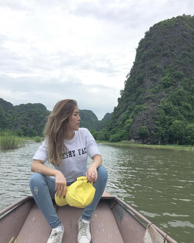 Đi thuyền khám phá phong cảnh Thung Nham Ninh Bình