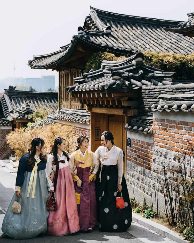 4 bạn gái check in tại làng cổ Jeonju Hanok