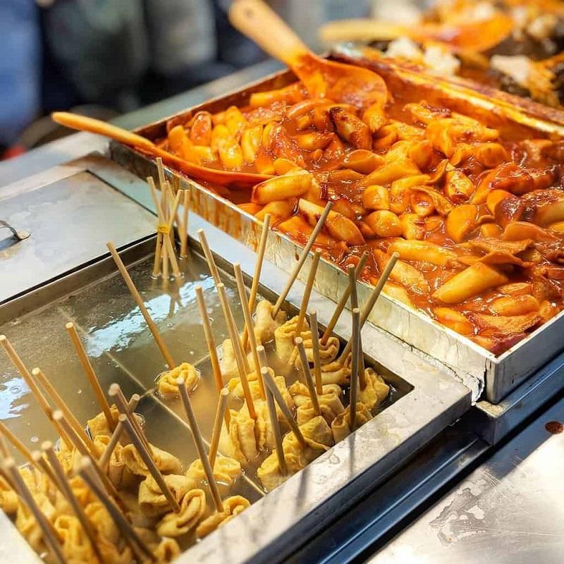 Bánh gạo Tteokbokki và xiên chả cá
