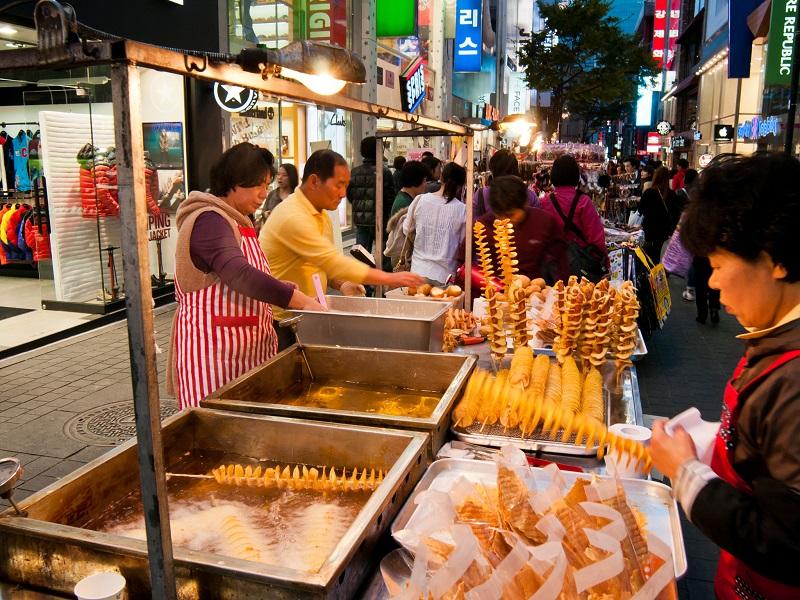 Những món ăn vặt đường phố hấp dẫn ở Hàn Quốc