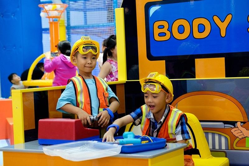 Các bé nhỏ được hóa thân thành nhiều ngành nghề khác nhau tại Play 'N' Learn