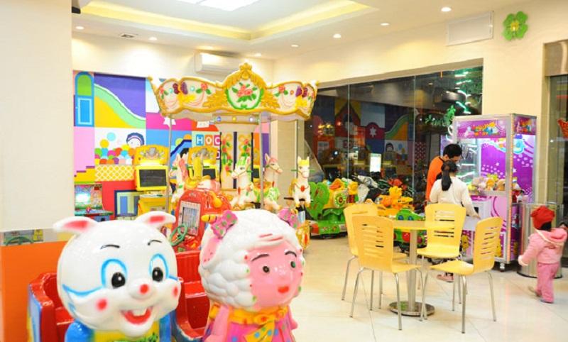 Khu vui chơi có nhiều trò giải trí và cả quầy ăn uống cho trẻ nhỏ