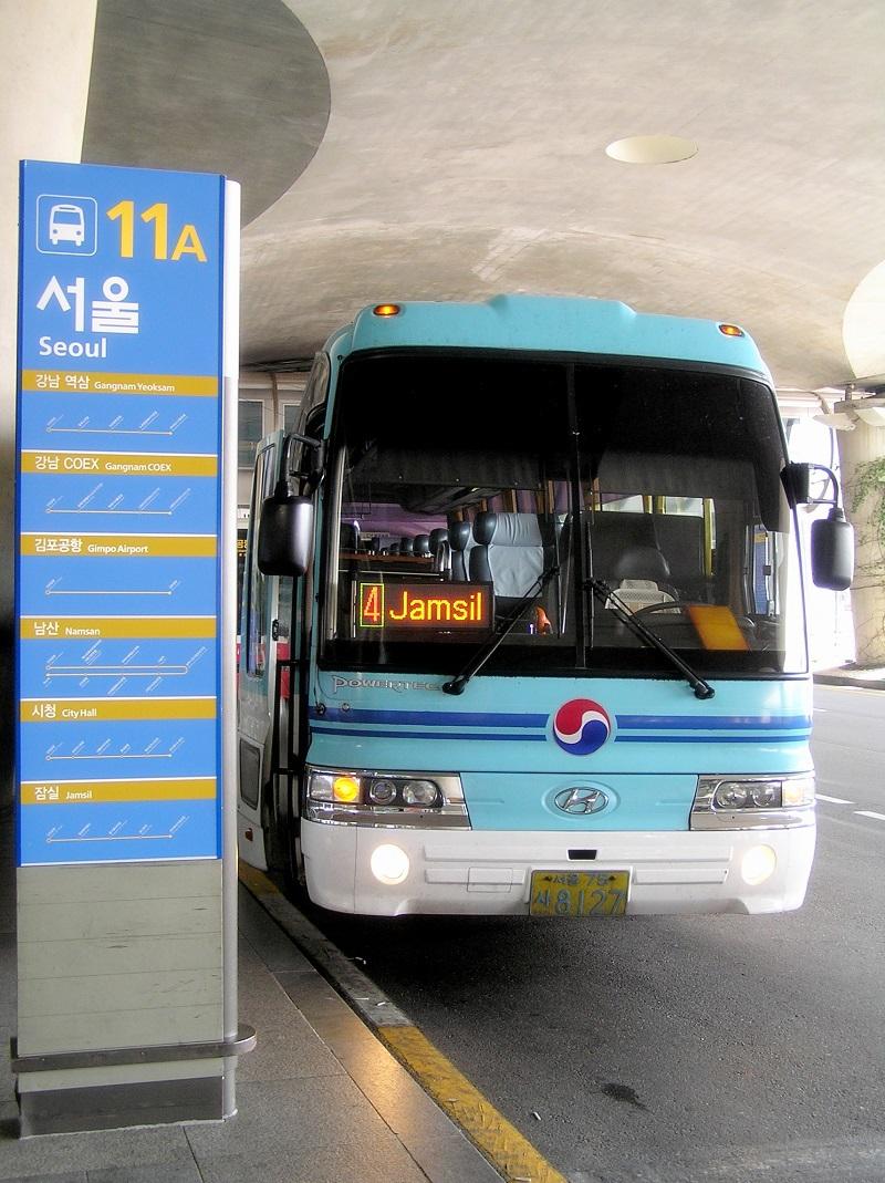Xe khách di chuyển từ sân bay về Seoul