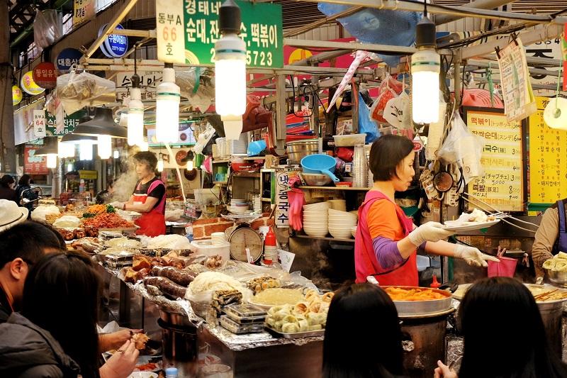 Những sạp hàng ăn tại các khu chợ