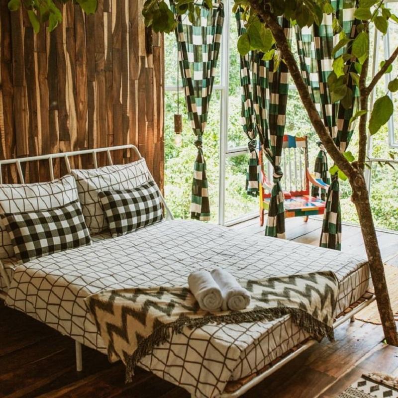 Căn phòng đươc decor xinh xắn ở Somehow Cabins Đà Lạt