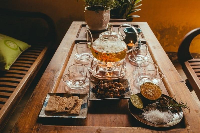 Bàn trà xinh xắn cùng những món ăn ngon tai A Little Hội An