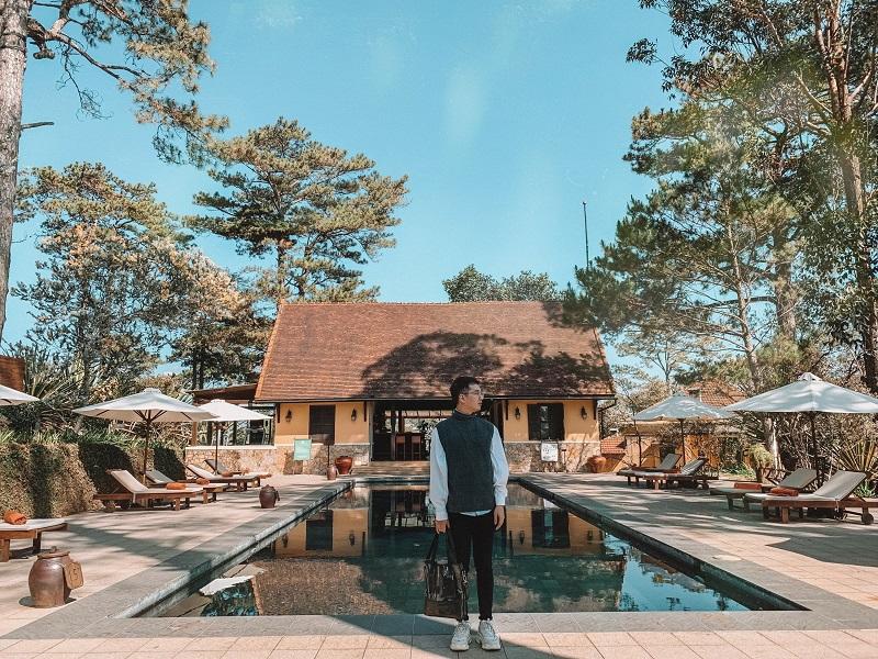 Hồ bơi rộng lớn nghỉ dưỡng ở Resort Ana Mandara Đà Lạt