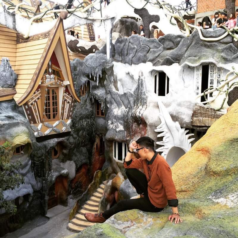 Biệt thự Hằng Nga Đà Lạt với kiến trúc độc đáo thu hút nhiều du khách đến tham quan.