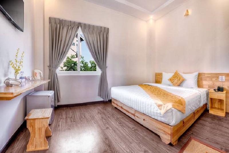 Các căn phòng ở biệt thự Hồng Môn đều đảm bảo tiêu chí tiện nghi, thoải mái, đầy đủ cho du khách.