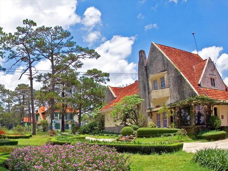 Cadasa Resort có những khu vườn hoa ngập tràn màu sắc