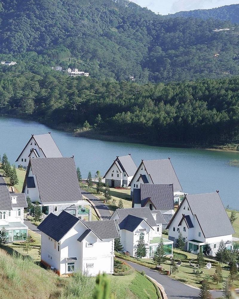 Dalat Wonder Resort nằm tại khu du lịch Hồ Tuyền Lâm
