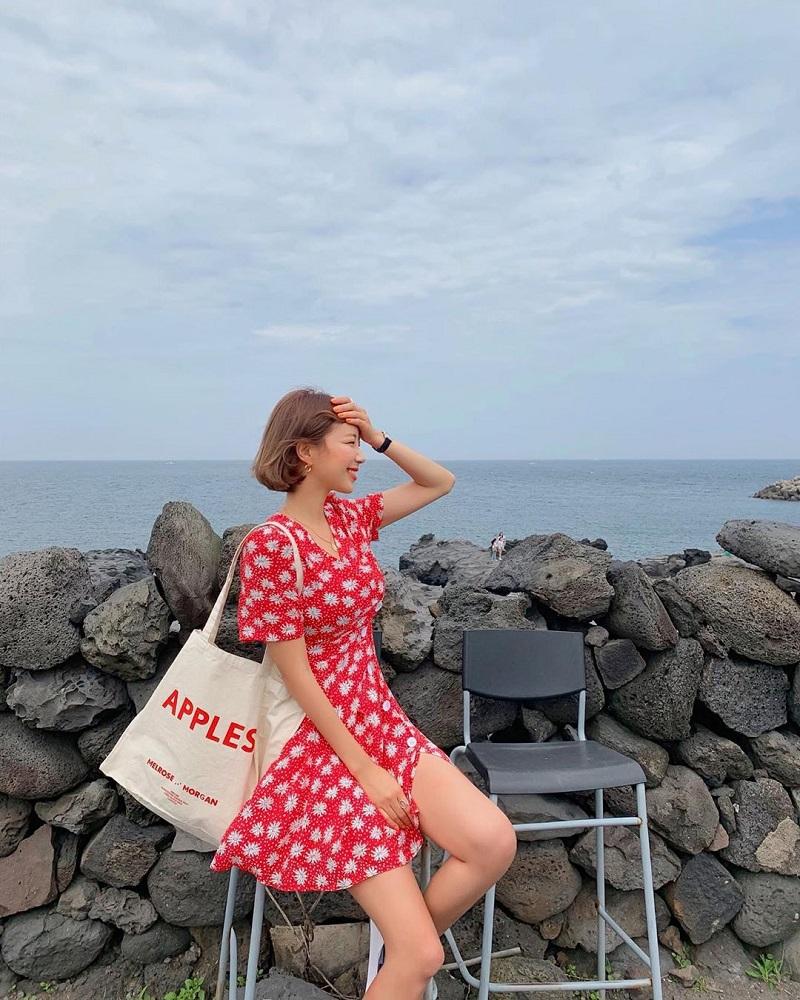 Những chiếc váy hoa nhí rất thích hợp đi biển