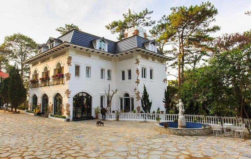 Không gian Joy Villa được thiết kế theo kiểu kiến trúc cổ điển nhưng vô cùng sang trọng