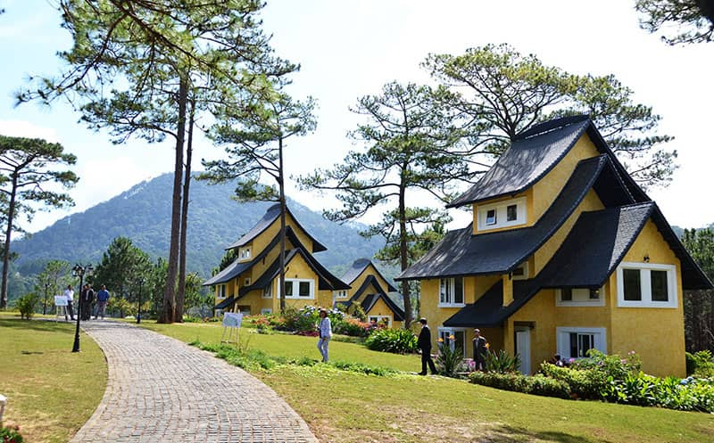 Biệt thư Bình An Đà Lạt nằm ở một không gian đồi núi rộng lớn, thoáng đãng.
