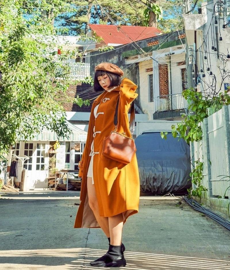 Áo khoác dáng dài có thể hợp với nhiều thân hình cao hay thấp, gầy hay béo.