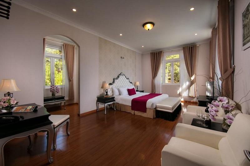 Phòng nghỉ ở Sacom Tuyền Lâm Resort cũng mang phong cách châu Âu