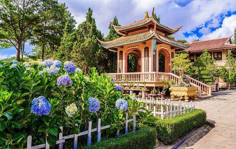 Thiền Viện Trúc Lâm sở hữu lối kiến trúc độc đáo
