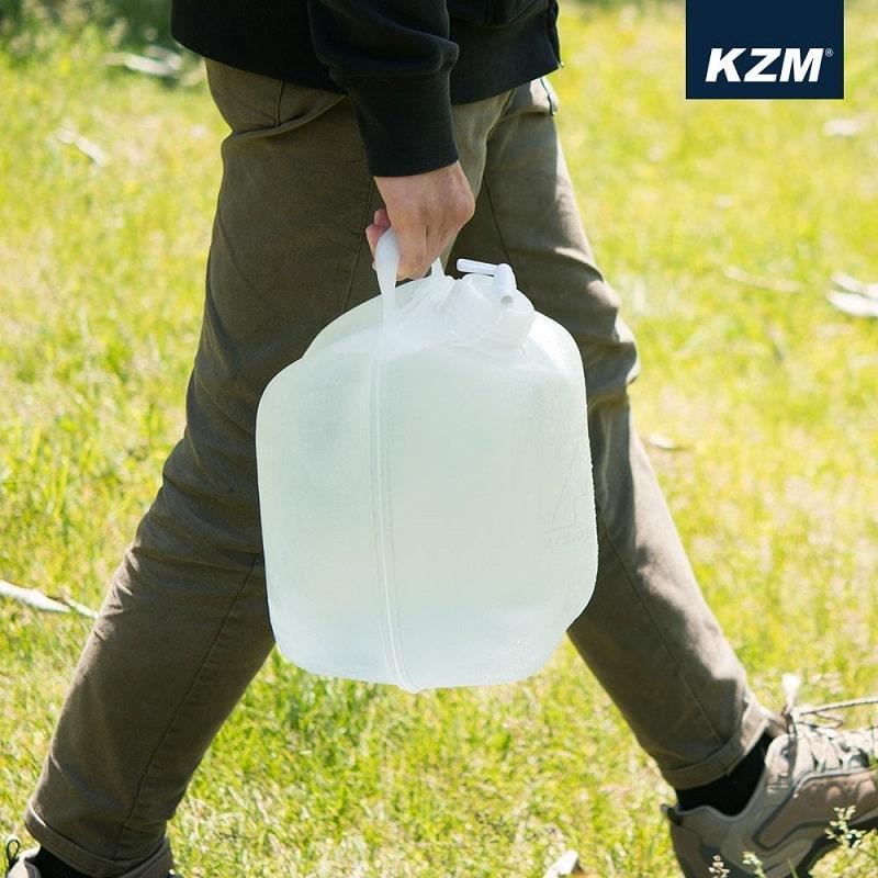 Thùng được nước có thiết kế kèm quai xách giúp mang theo dễ dàng hơn