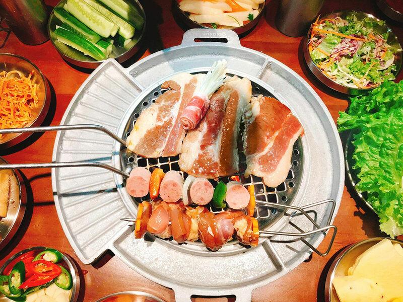 Thịt nướng và xiên nướng rau củ tại quán Buk Buk
