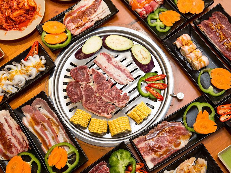 Ngoài các món thịt thì nhà hàng còn có thêm rau củ quả nướng