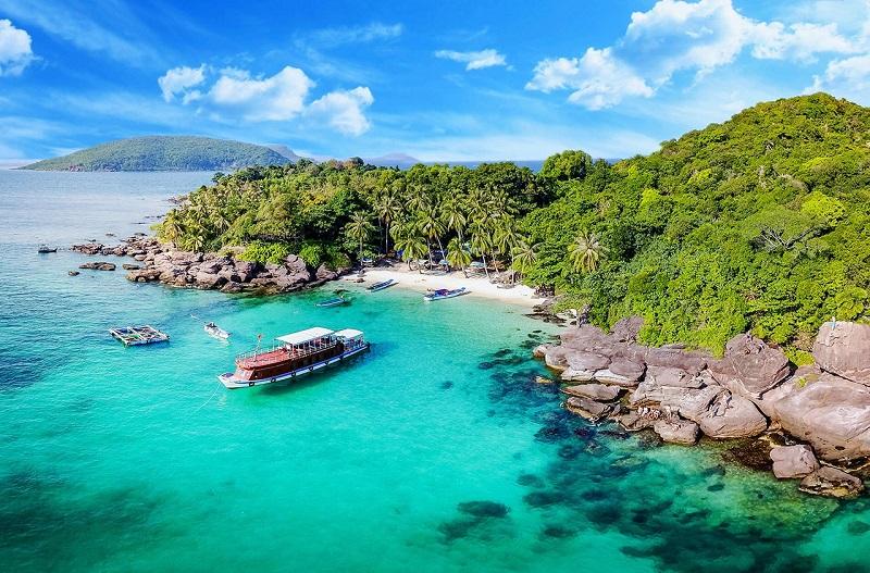 Vẻ đẹp thơ mộng trong vắt của làn nước biếc tại Côn Đảo