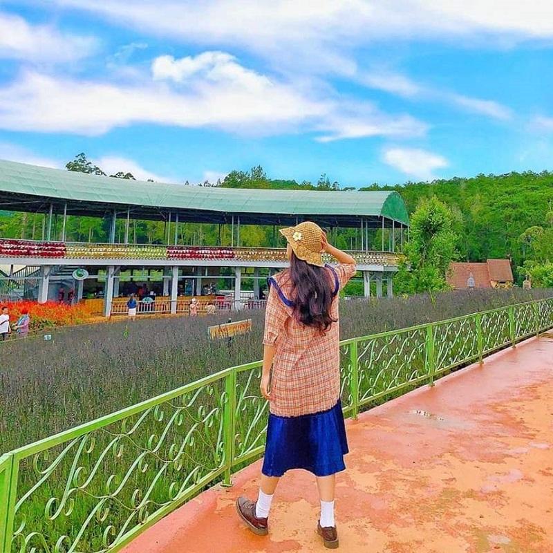 Công viên hoa Fresh Garden là điểm check in mới của các bạn trẻ